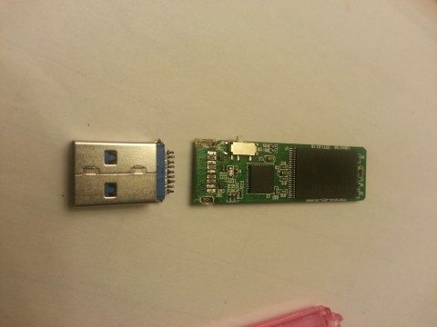 バッファロー RUF3-C 8GB 折れた